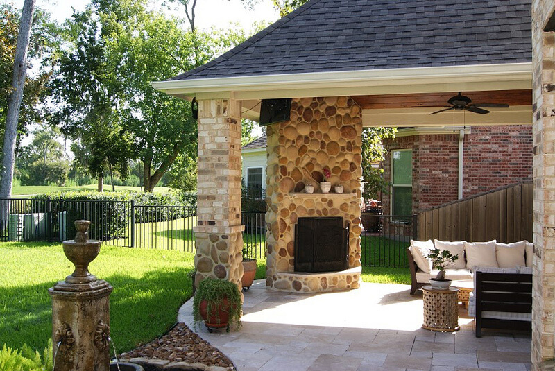 Interested in the Latest Home Trends? Weigh Your Indoor / Outdoor Fireplace Options