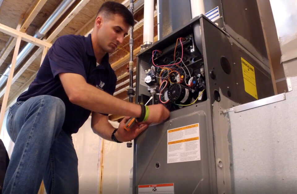 3 Reasons To Service Your Furnace Before Winter